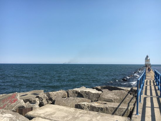 Manitowoc, WI: A walk to the lighthouse
