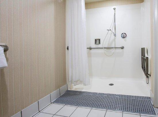 Concord, Californien: Accessible Bathroom