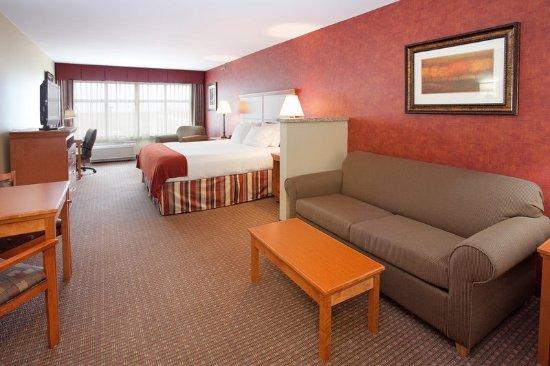 Loveland, CO: King Bed Guest Room