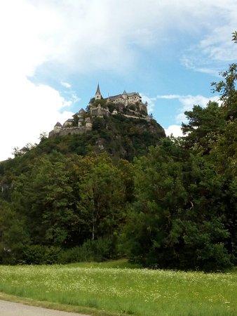 Launsdorf, Austria: Burg von der Landstraße aus