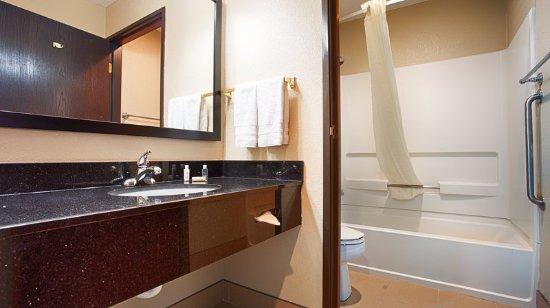 BEST WESTERN Old Mill Inn: Guest Bathroom