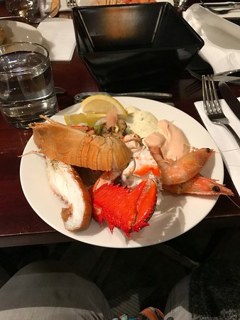 Mudjimba, Australia: Spanner crab, Morton Bay Bugs, Banana prawns, squid. BUFFET