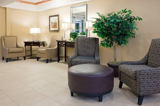 Holiday Inn Express Hotel & Suites West Long Branch: Lobby