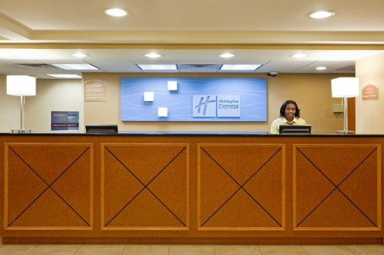 West Long Branch, NJ: Warm Welcome - Front Desk
