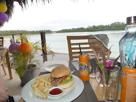 Atmosphere Tours: Lunch at Aquana Beach Resort