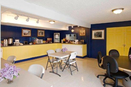 Sheridan, WY: Breakfast Area