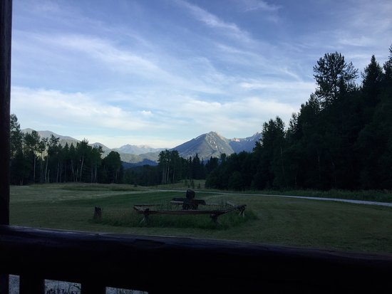 Birch Meadows Lodge B&B: The view from the deck outside the chalet