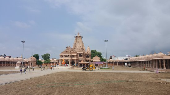 Sanwariaji Temple : a view of the temple from the corridors where paintings of lord krishna is on display!