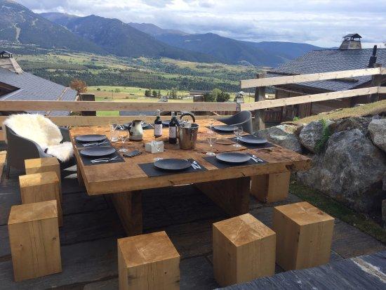 Bolquere, Γαλλία: chalet_aguila_table_exterieure