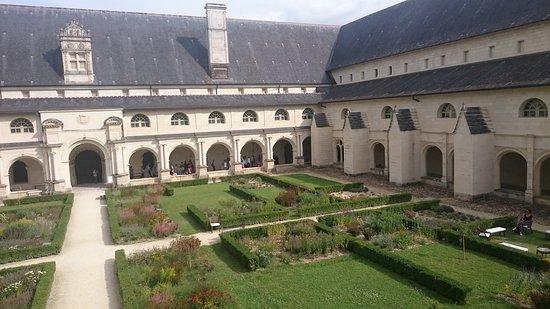 Fontevraud-l'Abbaye, Francia: Le cloître de fontevrault