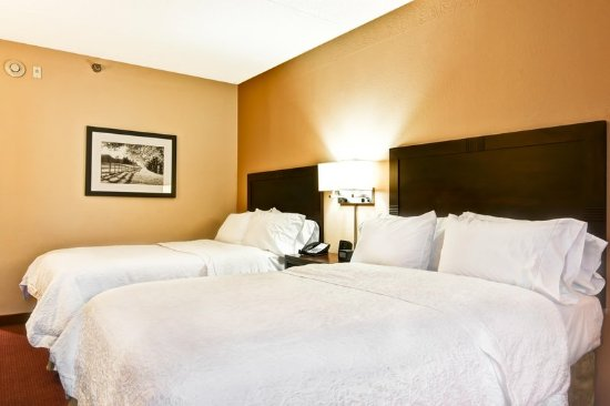 Waldorf, MD: Two Double Beds