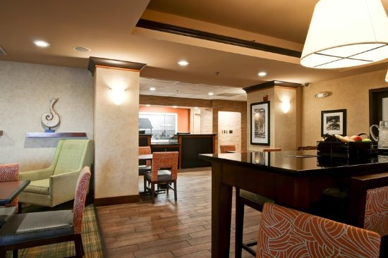 Waldorf, MD: Recently refreshed lobby and public areas