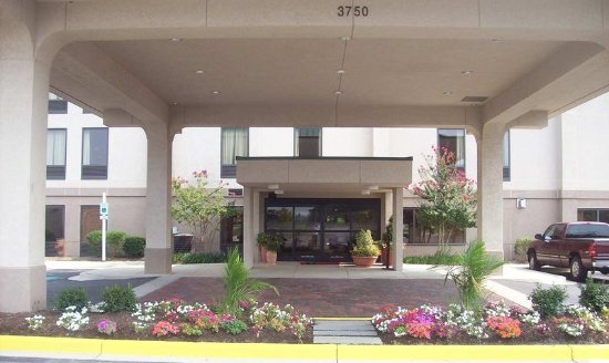 Waldorf, MD: Front Entrance