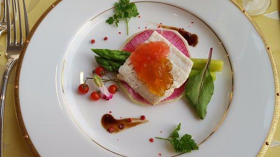 Kitashiobara-mura, Japonya: 鱧とアスパラガスの前菜(リクエストにより少量)