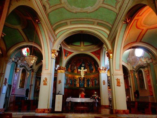 Fara San Martino, อิตาลี: le tre navate ed il presbiterio