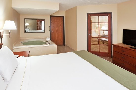 Okemos, MI: Two Room King Jacuzzi Suite