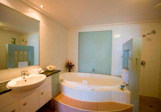 Peninsula Boutique Hotel : Bathroom