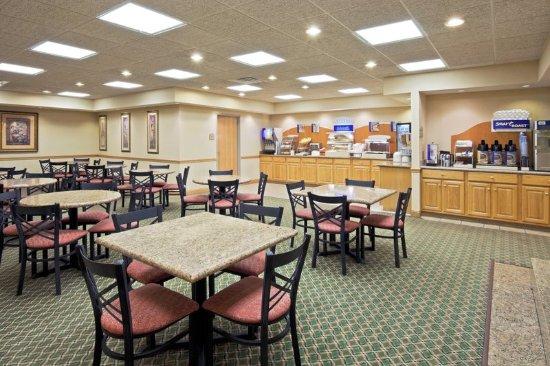 Elkhart, IN: Breakfast Area