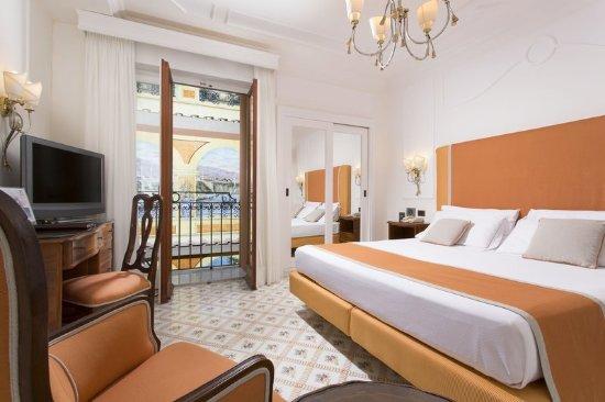 Grand Hotel Ambasciatori: Basic double room