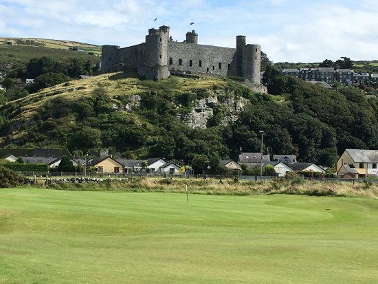 Harlech, UK: Great golf in the shadow of a medieval castle