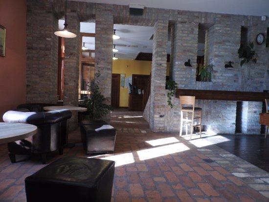 Tatarszentgyorgy, Hungary: Espace bar