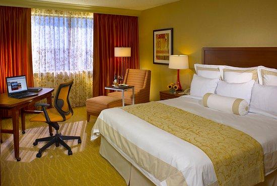Oak Brook, IL: Standard Guest Room