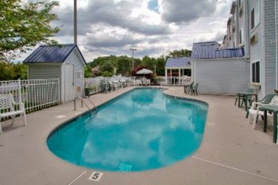 GuestHouse Inn Pigeon Forge: Pool