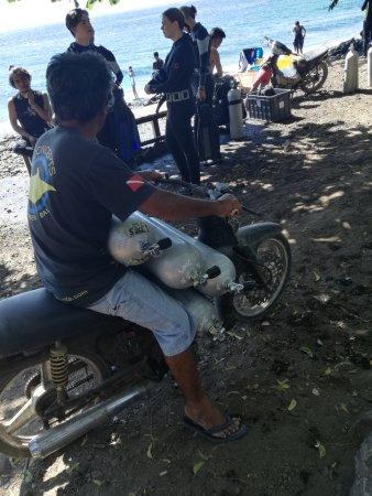 Туламбен, Индонезия: Tauchen ist anstrengend