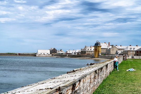 Louisbourg, Канада: Inside the fortress looking towards the main harbour.
