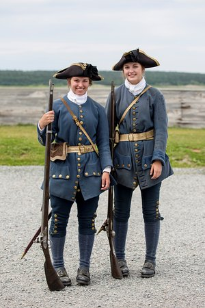 Louisbourg, Canadá: Two of the re-enactment French troops.