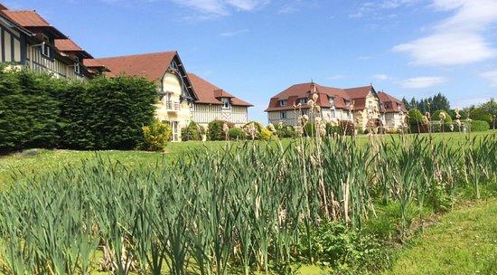 Cricqueboeuf, فرنسا: Hotel au calme dans un magnifique parc de 4 hectares