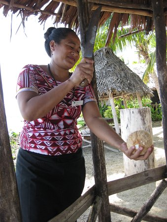 Upolu, Samoa: Yep the  Coconut  milk is fresh.  This is how we get it.