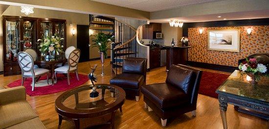 Fairport, NY: Art Deco Suite