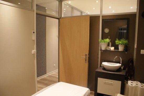 Pamiers, Francia: Cabine équipé d'une douche.