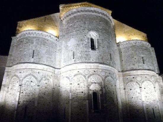 Fossacesia, Italie : abbazia S. giovanni in Venere di sera