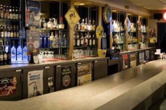 Plaza Hotel and Suites: Bar