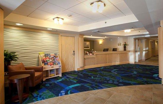Beverly, ماساتشوستس: Wylie Inn Lobby Front Desk
