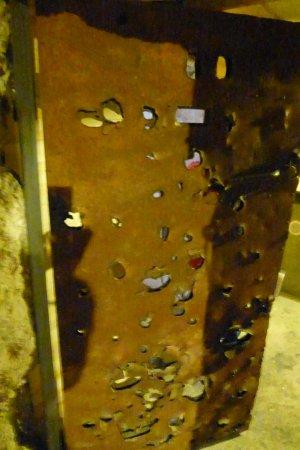 Saint-Marcouf, France: Porte blindée percée d'éclats d'obus