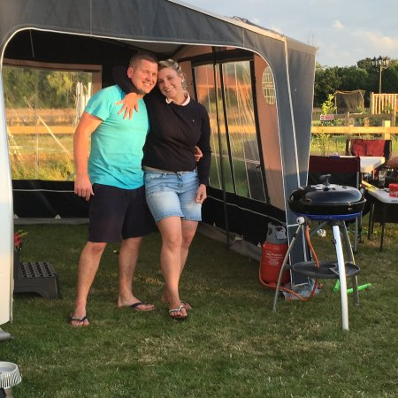 Marden, UK: Two happy campers
