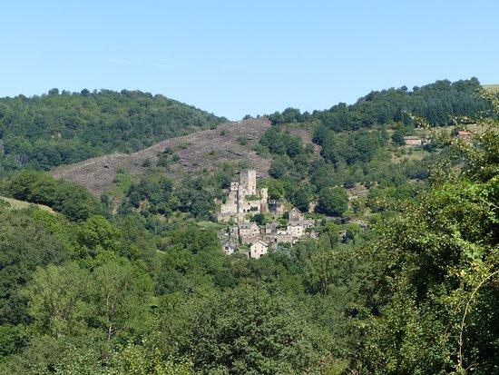 Belcastel, Francja: le village et la château