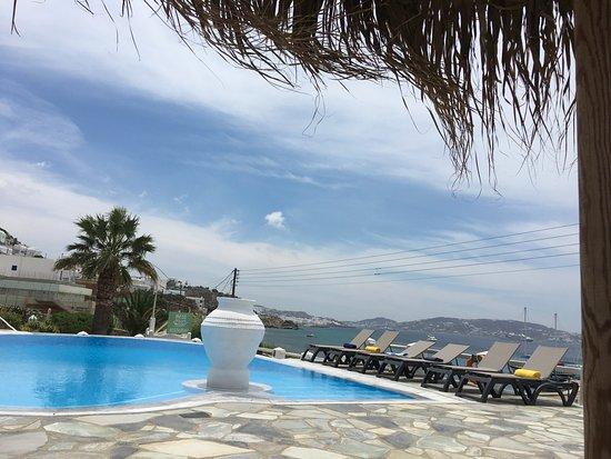 Olia Hotel: pool overlooking the ocean