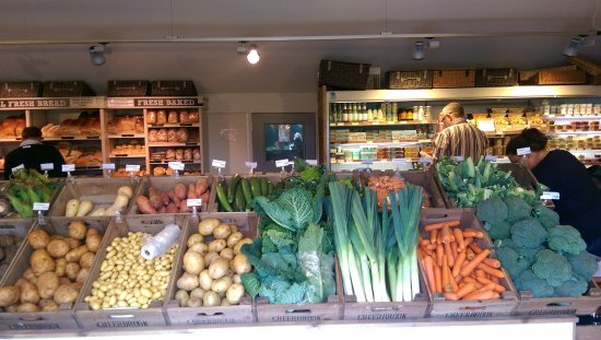 Nantwich, UK: Fresh fruit and vegetable table