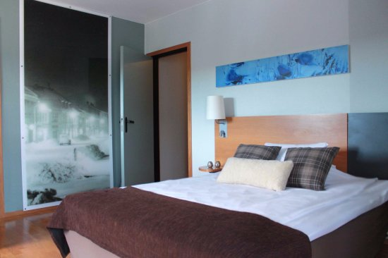 Kongsberg, Norway: Guest room with queen bed