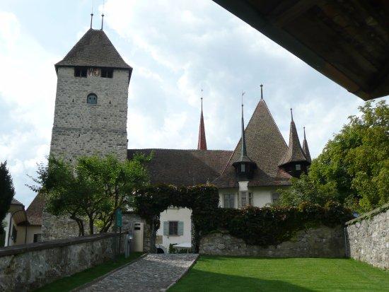 Thun, Switzerland: Blick von der Kirche zum Schloss