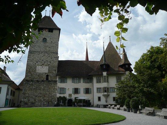 Thun, Suiza: Ostseite Schloss
