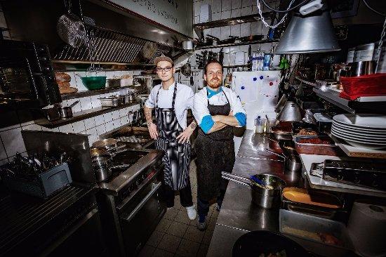 Parchim, Tyskland: Marcels Küche, mit Azubi Fritz