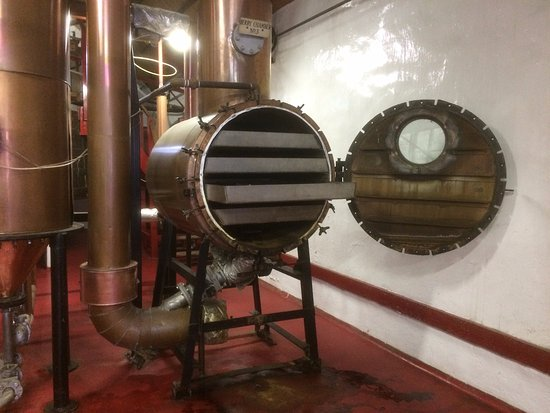 Cromdale, UK: Copper Berry Chamber, Caorunn Gin Tour, Balmenach Distillery