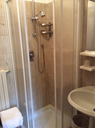 Hotel Miravalle: Camera e bagno