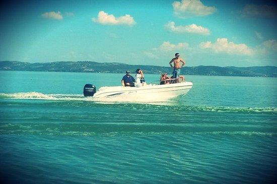 Castiglione del Lago, Italie: boat rental