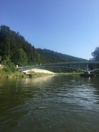 Piwniczna, โปแลนด์: Przepłynięcie pod mostem i przy najgłębszym miejscu na Popradzie